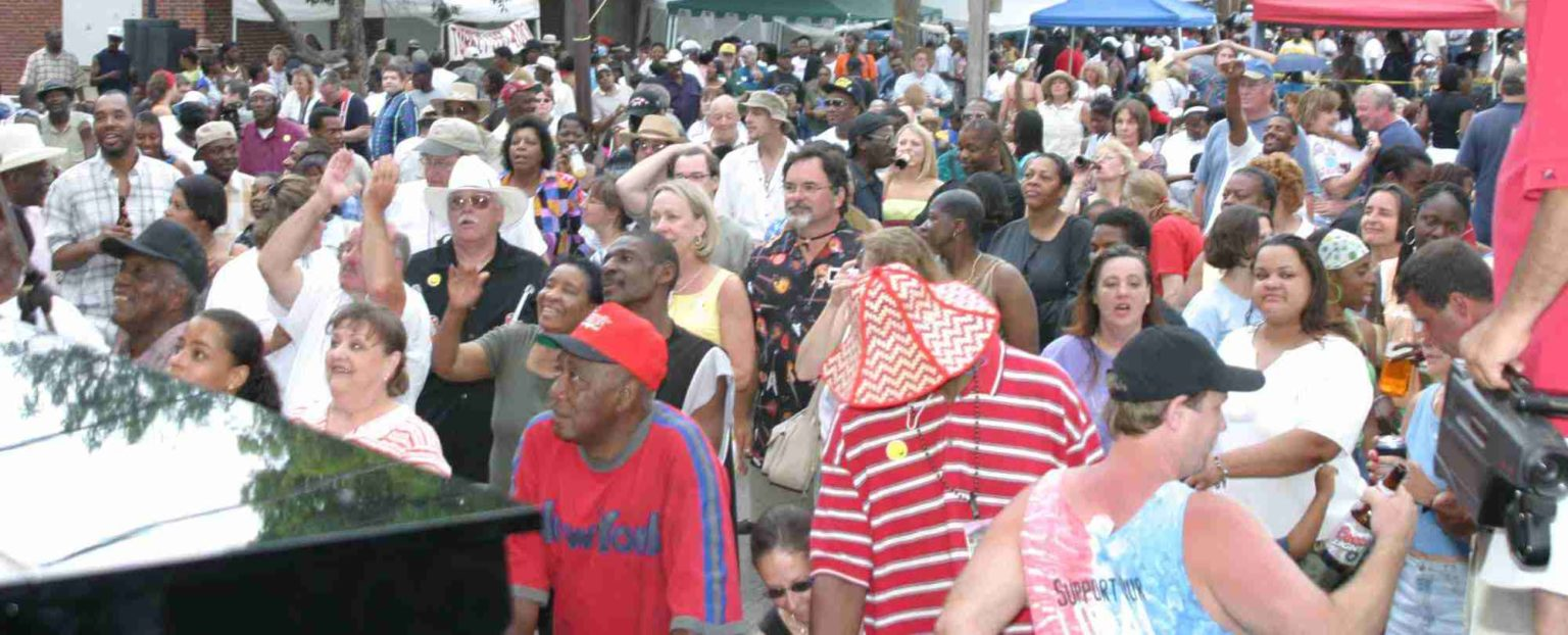 KCK Street Blues Festival 2004 crowd in front of stage